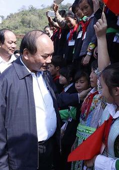 Thủ tướng thăm đồng bào các dân tộc huyện Bảo Lâm, tỉnh Cao Bằng