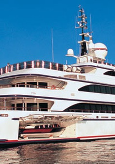 Siêu du thuyền lớn nhất thế giới đến Hong Kong (Trung Quốc)