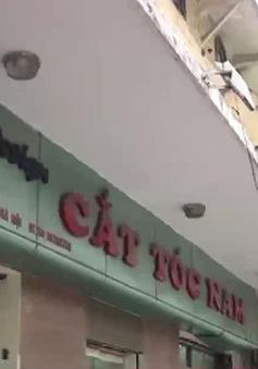 Tìm về Hà Nội xưa trong tiệm cắt tóc trên phố Tràng Thi