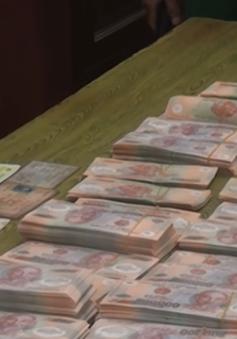 Bắt quả tang 2 đối tượng vận chuyển gần 600 triệu đồng tiền giả
