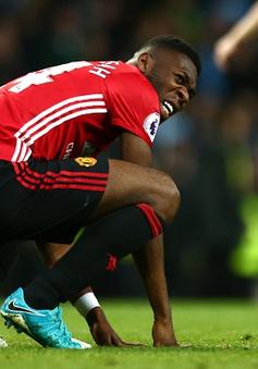 Man Utd rách toang hàng thủ sau derby Manchester