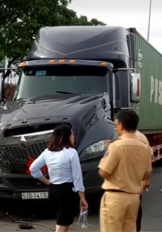 TP.HCM: Xe container tông liên hoàn, hàng chục hành khách hoảng loạn