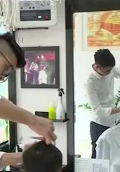 Lớp học cắt tóc cho người khiếm thính