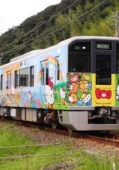 """Những đoàn tàu """"khoác áo Hello Kitty"""" đặc biệt ở Nhật Bản"""