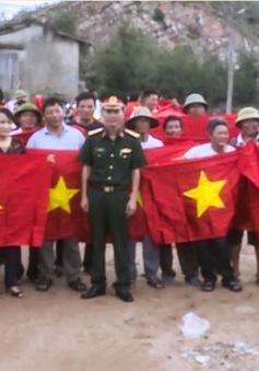 Nghệ An tặng hơn 500 cờ Tổ quốc cho ngư dân