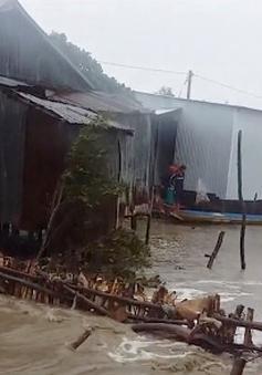 Kiên Giang: Triều cường đánh sập hàng chục căn nhà