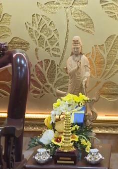 Đồng chí Trương Thị Mai thăm các chức sắc tôn giáo