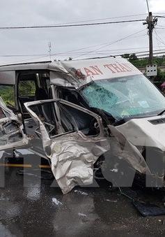 Thêm 2 người tử vong trong vụ xe khách tông nhau ở Kon Tum