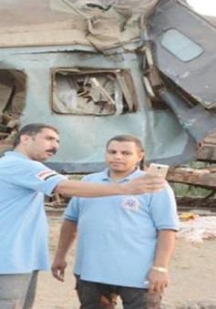 Ai Cập phạt nhóm nhân viên y tế selfie trong khi cứu hộ tai nạn đường sắt