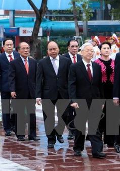 Lãnh đạo Đảng, Nhà nước đặt vòng hoa viếng Lenin