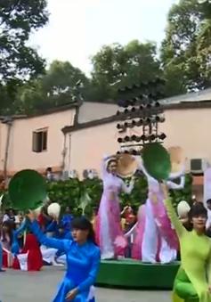 TP.HCM vận động công chức, nữ sinh mặc áo dài