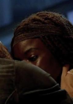 Sốc với nụ hôn say đắm trong bom tấn truyền hình The Walking Dead