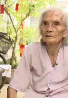 Cụ bà suốt 40 năm miệt mài may chăn tặng người nghèo