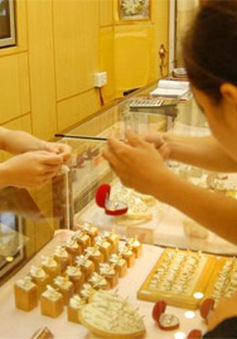 Giá vàng trong nước tăng cao đến 100.000 đồng/lượng
