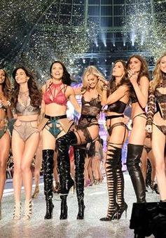 """Các thiên thần của Victoria's Secret """"khổ luyện"""" thế nào cho show diễn ở Thượng Hải?"""