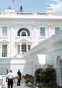 Một đối tượng lạ mặt đột nhập vào Nhà Trắng