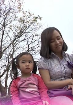 Nghị lực của người phụ nữ ung thư đơn thân nuôi hai con nhỏ