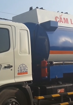 Triệt phá đường dây rút ruột dầu máy bay ở TP.HCM
