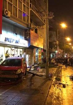 Hà Nội: Ô tô đâm liên tiếp hàng loạt xe máy, nhiều người nhập viện