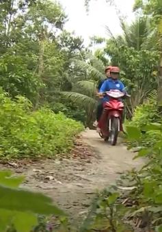 Lạ lẫm những phụ nữ lái xe ôm trên núi Cấm