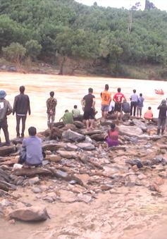 Quảng Nam: Giải cứu 15 phụ nữ Giẻ Triêng bị nước lũ cô lập 5 ngày