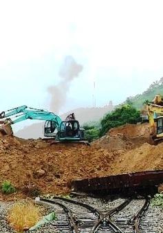 Khắc phục sạt lở tuyến đường sắt Hà Nội - Lào Cai