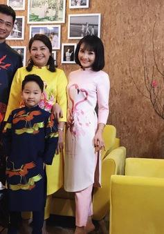 Bảo Thanh cùng chồng con xúng xính áo dài khoe Tết về đến nhà rồi