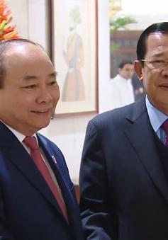 Thủ tướng Nguyễn Xuân Phúc hội kiến Thủ tướng Campuchia Hun Sen