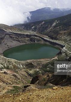 Nhật Bản nâng mức cảnh báo núi lửa