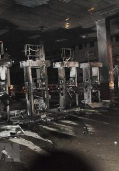 Cây xăng cháy lớn tại TP.HCM, người dân hoảng sợ bỏ chạy