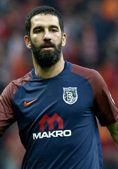 Sao Barca đấm vỡ mũi ca sĩ nổi tiếng và gây sốc với hành động sau đó