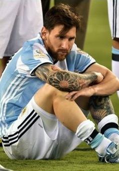 """Diego Maradona: """"Messi quá yếu đuối để có thể làm thủ lĩnh"""""""