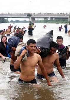 """Dòng lũ"""" di cư từ Trung Mỹ: Cơ hội của chính quyền Donald Trump gia tăng chính sách nhập cư cứng rắn"""