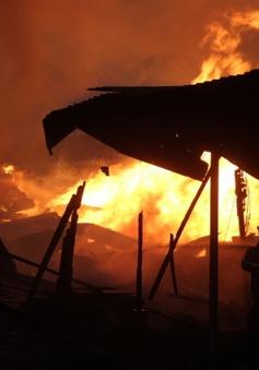 Cháy nhiều xưởng gỗ tại Đồng Nai