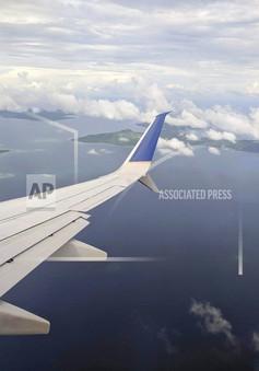 Máy bay United Airlines hạ cánh khẩn cấp ở Australia