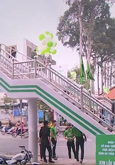 Làm mới những cây cầu bộ hành để thu hút người dân