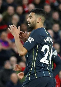VIDEO Mahrez sút 11m lên trời, đá bay chiến thắng của Man City trước Liverpool