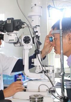 Những lưu ý khi chăm sóc mắt sau mổ đục thủy tinh thể