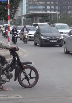 Nhiều người dân Hà Nội không đội mũ bảo hiểm