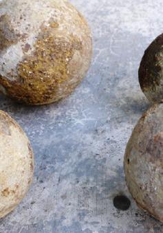 Bình Định: phát hiện 4 quả đạn thần công trong khi đào giếng