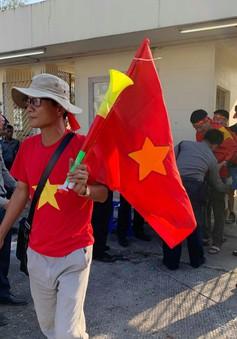 ẢNH: CĐV háo hức đến sân Thuwanna cổ vũ ĐT Việt Nam trận gặp ĐT Myanmar