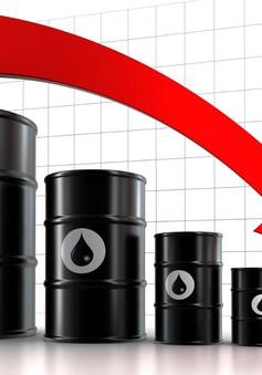 Giá dầu ngọt nhẹ Mỹ chạm mức thấp nhất 1 năm qua