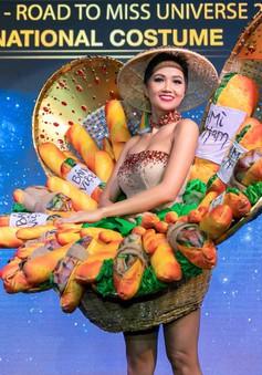 """Trang phục """"Bánh Mỳ"""" của H'Hen Niê dự thi Hoa hậu Hoàn vũ 2018 nhận ý kiến trái chiều"""