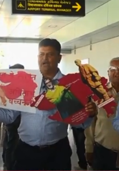 Ngôi sao Bollywood trả nợ cho gần 1.400 nông dân
