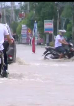 Mưa lớn gây ngập, giao thông trên Quốc lộ đoạn qua Khánh Hòa khó khăn