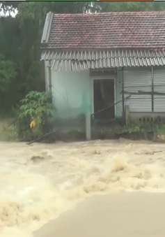Phú Yên: Nhiều xã bị chia cắt vì nước lũ dâng cao