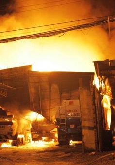 Vụ cháy xe bồn chở xăng ở Nha Trang đã được dập tắt