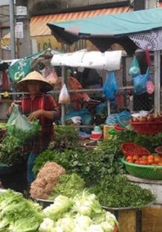 Hàng hóa về các chợ đầu mối giảm sau bão số 9