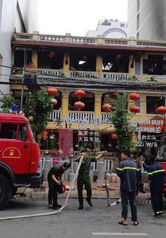 Cháy nhà hàng ở 'khu phố Tây' Nha Trang, 2 chiến sĩ bị thương