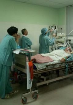 Bệnh viện TW Huế đặt tim nhân tạo cứu sống du khách Pháp bị đột quỵ